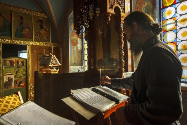 Храм живоначальной троицы на воробьёвых горах -.